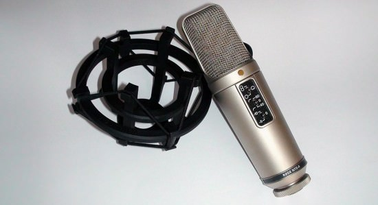 Rode NT2-A Grossmembran Kondensatormikrofon mit SM2 Spinne