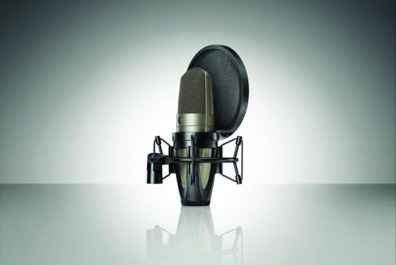 Shure KSM42 Grossmembran-Kondensatormikrofon mit Spinne und Poppschutz