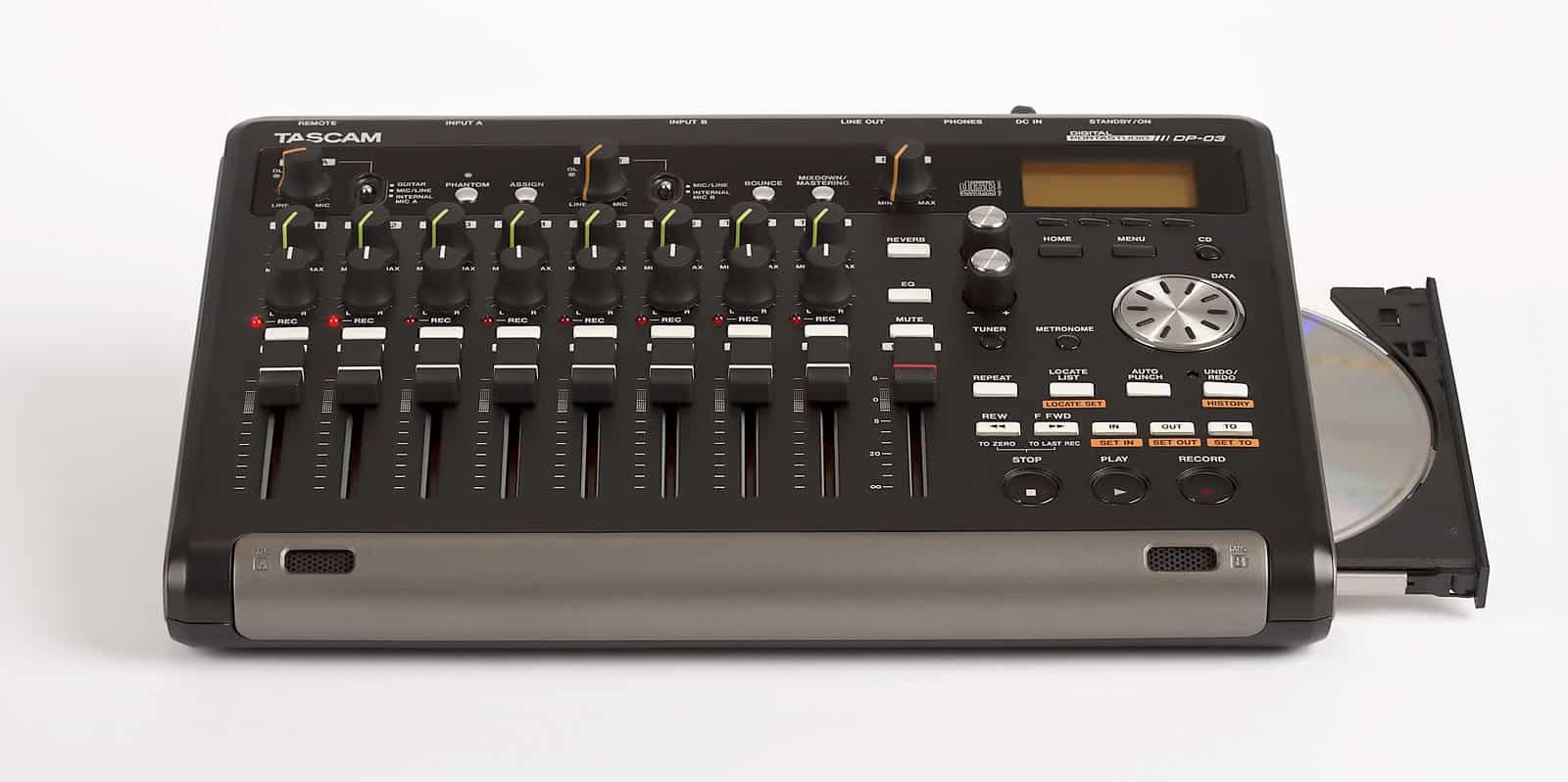 Tascam DP-03 Portastudio: Portables 8-Spur Recording ⋆ delamar.de