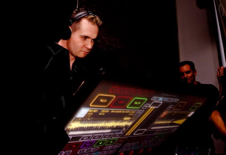 Smithson Martin Emulator DJ-Controller der Zukunft?