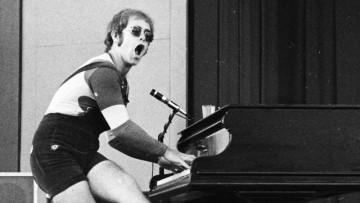 Sir Elton John, 1971