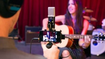 Apogee MiC & Zacuto Zgrip iPhone Jr.