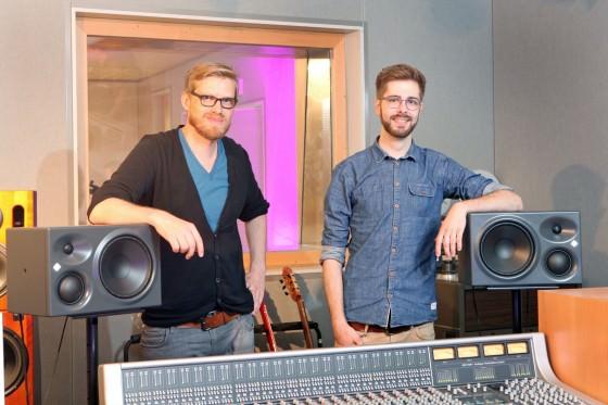 Tonprofis Mathias Grosch (links) und Benedikt Maile mit den KH 310 A von Neumann
