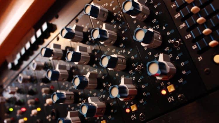 Vocals bearbeiten: Tipps für das Bearbeiten von Vocals mit dem EQ