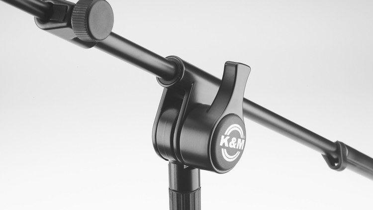 Der Schwenkarm mit Winkelstück im König & Meyer 25600 Mikrofonstativ Review