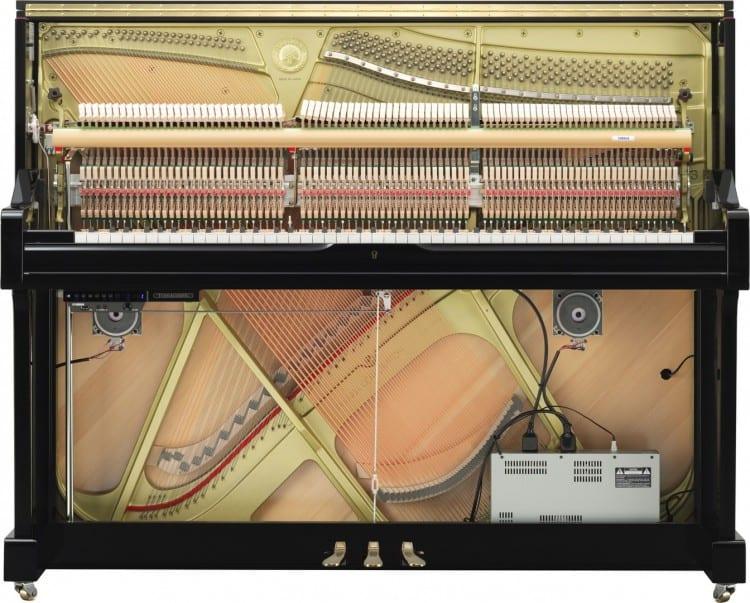 Anspruchsvolles hybrides Piano für Kinder - Das Innere des Yamaha U1TA mit TransAcoustic