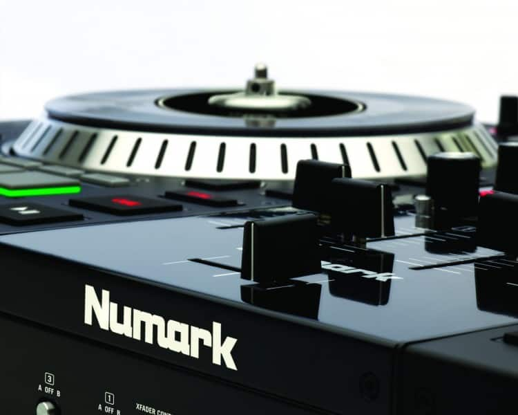 Numark NS7 II Review - Crossfader