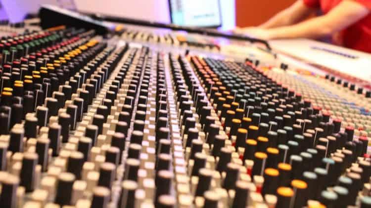 Band Recording - Mischpult - Kanalzug einer Neve-Konsole