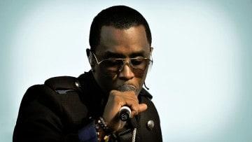 P. Diddy fällt von der Bühne