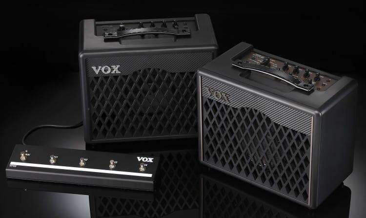 Vox VX Modeling-Combos: Die 15 Watt Variante links, 30 Watt rechts.