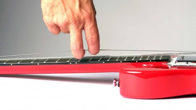 Gitarrensaiten wechseln: So geht's! - Ziehen