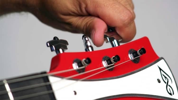Oktavreinheit einstellen: Tutorial - Gitarre stimmen