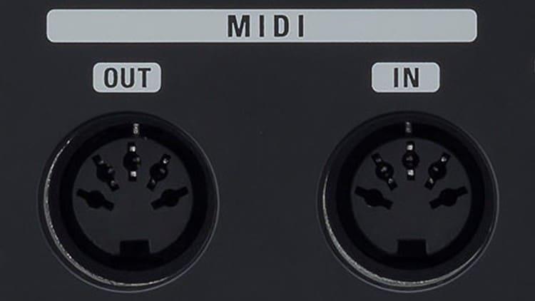 MIDI Interface am Audio Interface - Zoom UAC-2 mit klassischen fünfpoligen DIN-Buchsen für MIDI