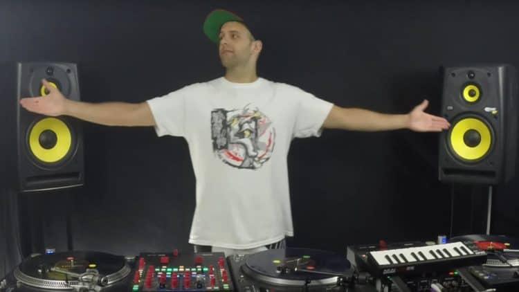 Der DMC-Sieger 2015 - DJ Vekked samt Setup.
