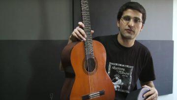 Tolgahan Çoğulu und seine mikrotonale Gitarre.