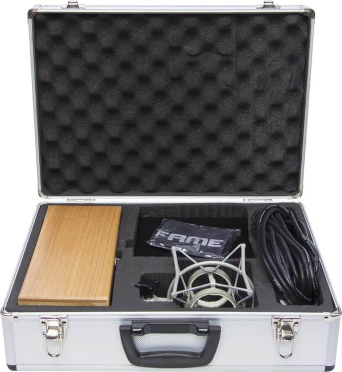 Fame Pro Series VT-67 Testbericht - Netzteil, Spinne und die nötigen Kabel liegen bei