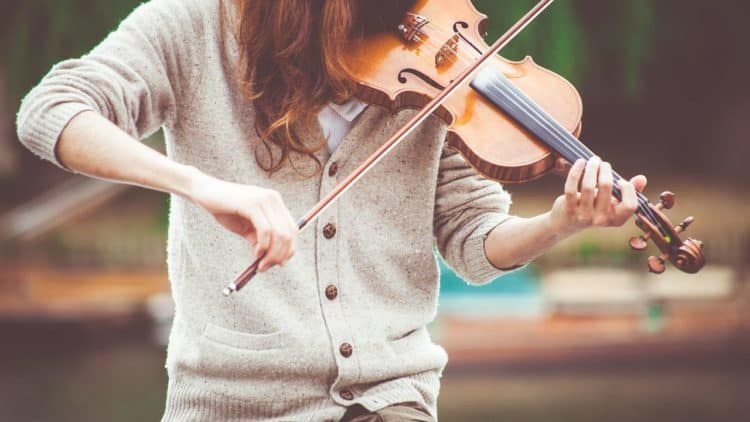 Was braucht es, um bei dir eine Gänsehaut zu erzeugen? Sind es bestimmte Instrumente oder Sänger, die deine Gefühle besonders anregen?