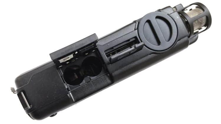 Tascam DR-100 MKIII - Rechte Seite mit Batteriefach, SD-Kartenslot & Gain-Regler