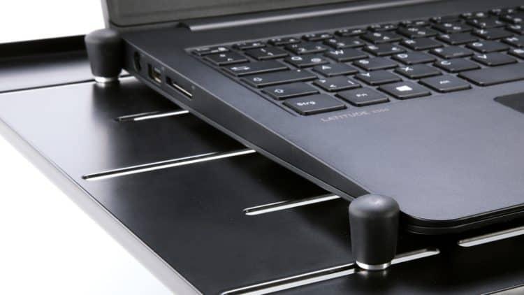 König & Meyer Laptop-Ständer 12185 Test - Klemmbolzen zur Fixierung des Laptops