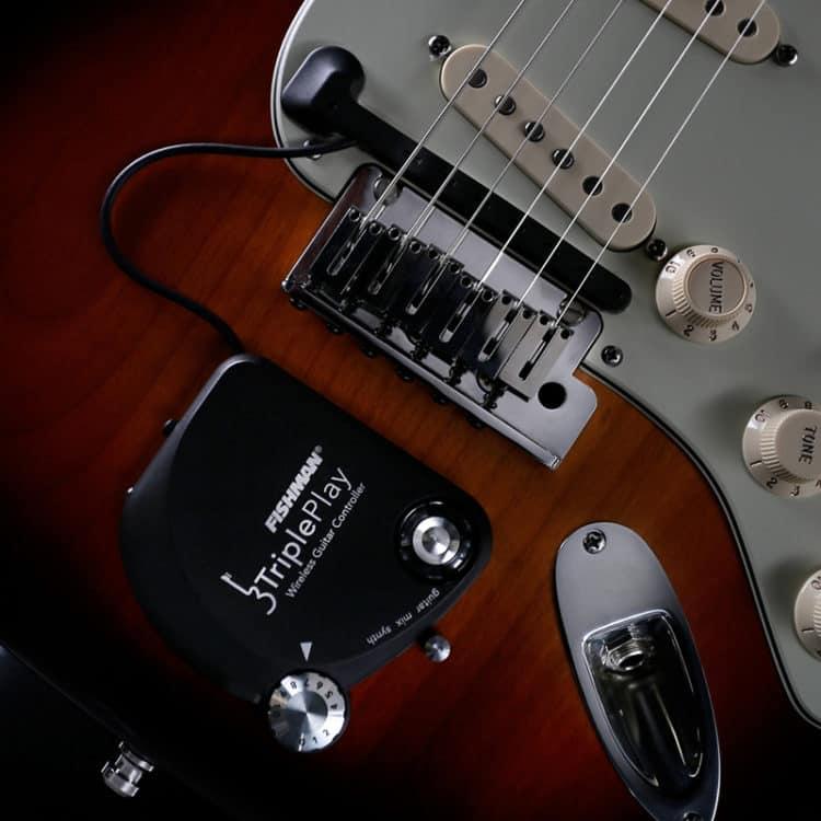 Das Gerät, fertig installiert an der Gitarre - Fishman TriplePlay Review