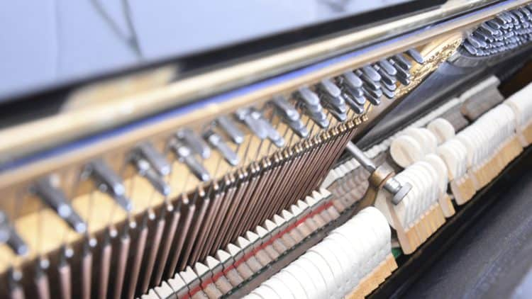 Klaviersaiten & Hammermechanik -  Vorbild für Digitalpiano-Klang