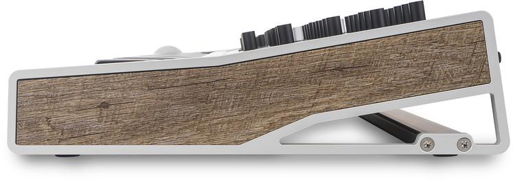 Seitenansicht mit Holzpaneel - Waldorf Quantum im Profil
