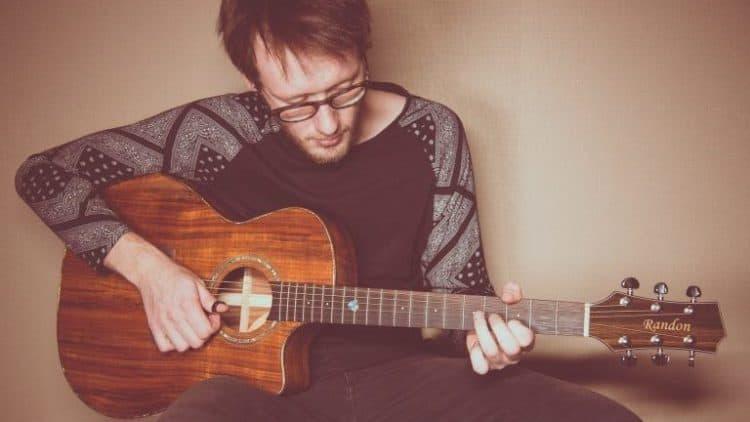 Akustikgitarre oder Konzertgitarre