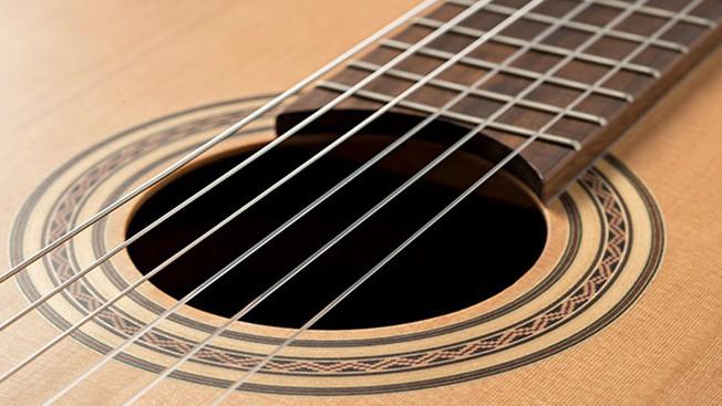 Akustikgitarre oder Konzertgitarre - Nylonsaiten