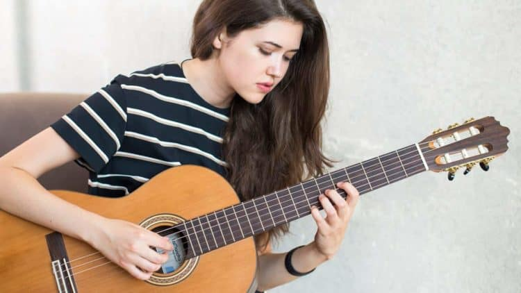 Akustikgitarre oder Konzertgitarre - klassische Gitarre
