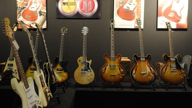 The World of Vintage Guitars
