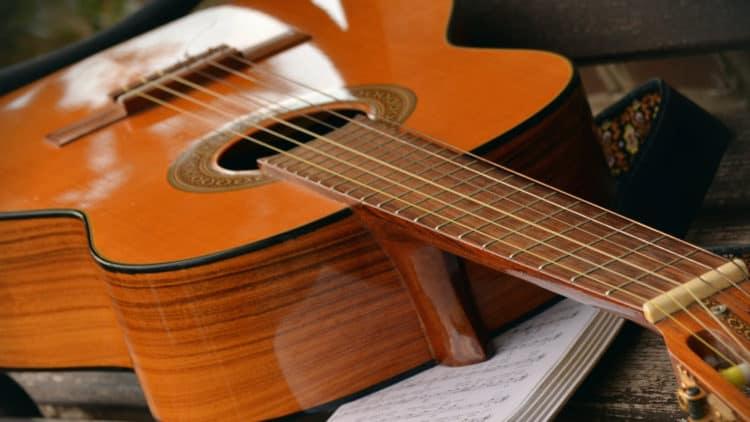 Gitarre stimmen: Einfache Anleitung für Anfänger