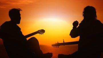 Die schönsten Lagerfeuerlieder für Gitarren-Anfänger