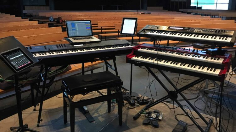 Stagepiano_vs_Workstation_Bühnensetup_mit_Computer