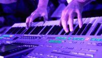 Stagepiano_vs_Workstation_keyboard_2921905_1920