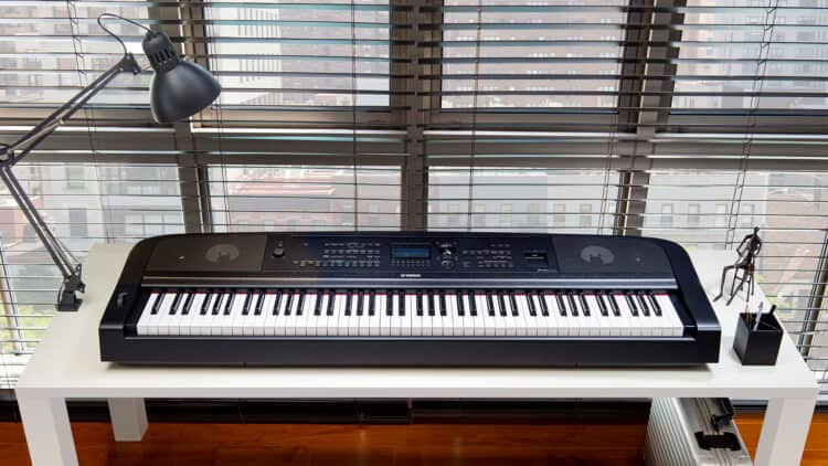 Yamaha DGX-670