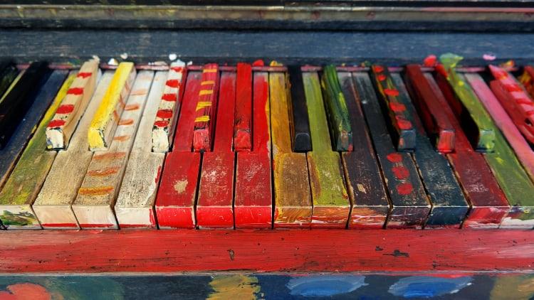 Buntes Klavier Tasteininstrumente