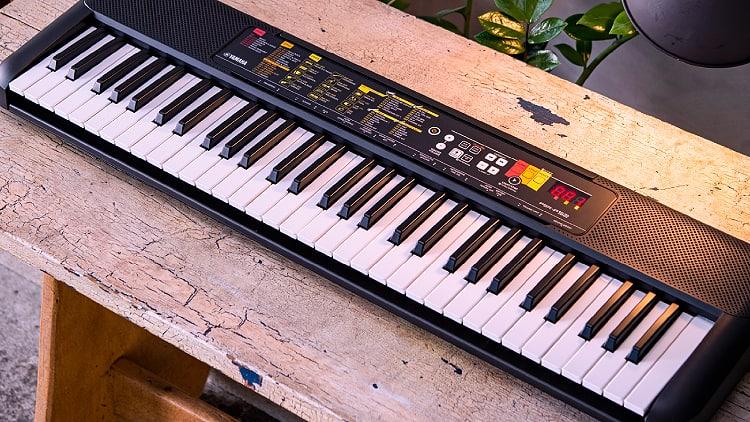 Yamaha PSR-F52 02